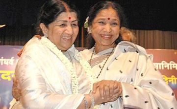 Stalwarts Lata Mangeshkar & Asha Bhonsle seen together