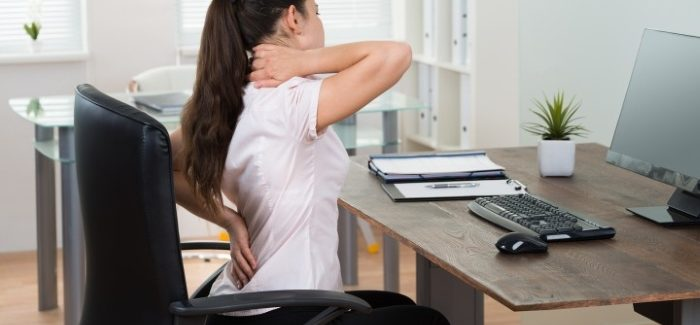 6 SIMPLE WAYS TO PROTECT YOUR BACK AT THE OFFICE